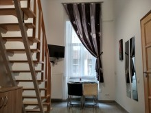 Happy Holiday Studio Apartment with courtyard view